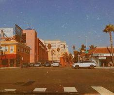 36 Bilder zu 🦋 🦋 𝓷𝓸𝓽 𝔀𝓪𝓻 auf We Heart It 70s Aesthetic, Orange Aesthetic, Aesthetic Vintage, Aesthetic Photo, Aesthetic Pictures, San Diego, Afterlight, Retro Wallpaper, Photo Wall Collage