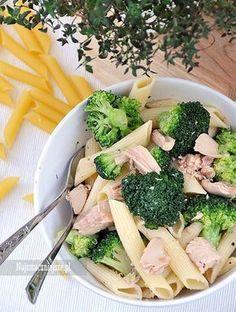 Makaron z tuńczykiem i brokułem #sałatka #obiad #śniadanie #makaron #tuńczyk Pesto, Potato Salad, Potatoes, Chicken, Vegetables, Ethnic Recipes, Places, Fun, Diet