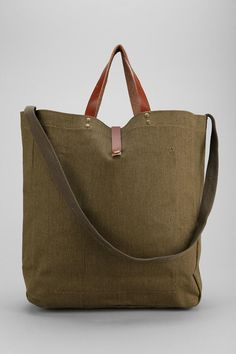 Clothing, accessories and apartment items for men and women. Michael Kors Handbags Sale, Michael Kors Sale, Pack Your Bags, Shopper Tote, Types Of Fashion Styles, Tote Handbags, Purses And Bags, Reusable Tote Bags, Leather