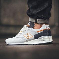 New Balance dévoile les sneakers 997 Explore by Sea Nb Sneakers, Basket Sneakers, New Balance Sneakers, New Balance Shoes, Sneakers Fashion, Denim Sneakers, New Balance Hombre, Iphone 5c, Outfits