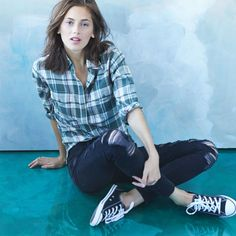 A plaid shirt, distressed jeans, and your favorite pair of sneakers – there's a reason it's the cool girl uniform.