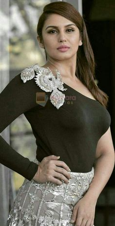 hottest news,bollywood halchal,find hot seen,hot story enjoy Bollywood Actress Hot Photos, Bollywood Girls, Beautiful Bollywood Actress, Beautiful Actresses, Beautiful Girl Indian, Most Beautiful Indian Actress, Beautiful Girl Image, Beautiful Saree, Stylish Girl Images