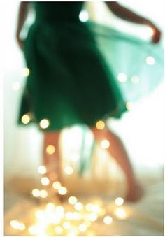 It's the little things in life, like Christmas lights, a green dress, and a out of focus camera /Bokeh