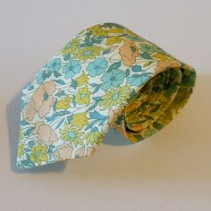 I also love mismatched floral...in which case this tie would be amazing for a groomsman!