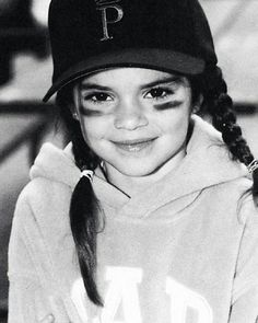 Kendall jenner style 386676317988840012 - What a cute little slugger! Kendall Jenner dressed as an adorable baseball player back in 2003 when she was only in grade at Sierra Canyon School in Chatsworth, California. Kendall Jenner Instagram, Kendall Jenner Outfits, Vestido Kendall Jenner, Kendall Jenner Selfie, Kendall Jenner Icons, Kendall Jenner Tumblr, Kendalll Jenner, Kris Jenner, Kourtney Kardashian
