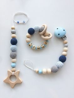 Newborn Crochet Patterns Beautiful pacifier chain, Maxicosikette and gripping ring made of natural wood balls (untreated) in total . Handgemachtes Baby, Baby Gym, Baby Kids, Crochet Baby Toys, Newborn Crochet, Diy Bebe, Handmade Baby Gifts, Newborn Toys, Baby Mobile