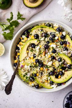 Avocado blueberry quinoa salad with corn, red onion, feta, pistachios, and a cilantro lime dressing. The perfect vegetarian quinoa salad! Blueberry Quinoa Salad, Vegetarian Quinoa Salad, Quinoa Salat, Vegetarian Chili, Chickpea Salad, Vegetarian Recipes, Summer Salad Recipes, Spring Recipes, Quinoa Salad Recipes
