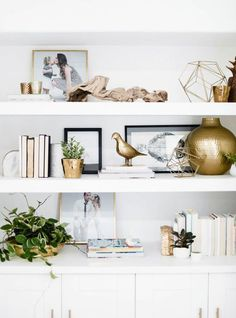 how to style bookcase, how to style open shelves, open shelf decor ideas in modern coasta living room or open shelves in modern home office with gold accents Styling Bookshelves, Bookshelves In Living Room, Decorating Bookshelves, Bookshelf Design, Living Room Shelving, Shelving Decor, Bookshelf Ideas, Bookcases, Living Room Modern