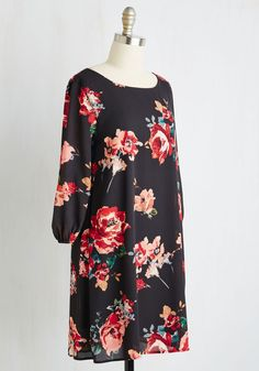 Anyone who comes to their door to find you standing in this black shift dress will no joke flip at your fabulousness! Prettied up with pink and red flowers, and sweetly boasting 3/4 sleeves with elasticized cuffs, this comely frock is playfully posh.