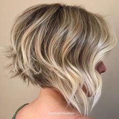 Hair cut. Layered bob haircut. Blonde highlights Salon.