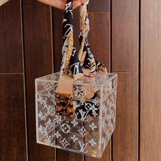 Sacs Louis Vuiton, Pochette Louis Vuitton, Louis Vuitton Handbags, Purses And Handbags, Luxury Purses, Luxury Bags, Nike Roses, Fashion Bags, Fashion Accessories