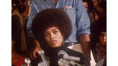 Black history written with lightning Angela Davis, Black Panthers Movement, African American Leaders, Black Panther Party, Famous Photos, Malcolm X, Civil Rights Movement, I Icon, Woman Standing