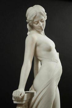 ❤ - EMILIO FIASCHI (1858-1941) - VEILED FEMALE NUDE. Carrara marble, signed: E.FIASCHI. On its original green marble base. Total height: 204 cm . Detail.