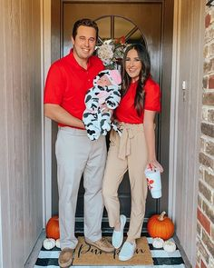 Family Costumes For 3, First Halloween Costumes, Halloween Fashion, Disney Costumes, Baby Costumes, Zombie Costumes, Halloween Ideas, Halloween Couples, Group Halloween
