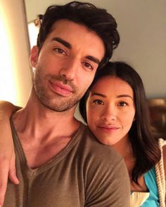 TV baby daddy and Director. Check out his episode tonight! side note mama bear kills it in tonight's episode! Jane The Virgin Rafael, Jane And Rafael, Gina Rodriguez, Tv Couples, Celebrity Couples, Baby Daddy, Best Series, Tv Series, Netflix Series