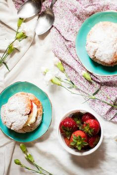 Strawberry and vanilla shortcakes. Paper Swan, Strawberry Scones, Camembert Cheese, A Food, Meal Planning, Vanilla, Easy Meals, Amp, Recipes