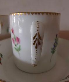 Lille XVIII° Paire De Tasses Litron En Porcelaine Blanche à Décor Polychrome De Semis De Fleurs, Biarritz Antiques, Proantic