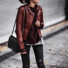 99 Classy and Casual Women Winter Leather Jacket Outfits Ideas - Aksahin Jewelry Street Style Outfits, Hip Hop Outfits, Casual Outfits, Grunge Outfits, Burgundy Leather Jacket, Leather Jacket Outfits, Red Leather, Burgundy Sweater, Leather Jackets