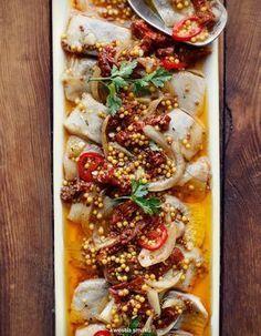 Śledzie z suszonymi pomidorami na ostro Finger Food Appetizers, Appetizer Recipes, Snack Recipes, Cooking Recipes, Good Food, Yummy Food, Polish Recipes, Polish Food, Xmas Food