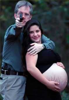 15 Hilarious and Equally Awkward Pregnancy Photos