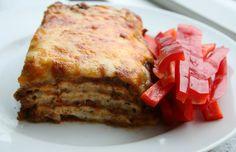 """For nogle dage siden begik jeg en vaskeægte LCHF lasagne, der er den bedste lasagne jeg nogensinde har lavet. Jeg lavede """"pastapladerne"""" tyndere end jeg plejer, lod kødsaucen simre et par timer og top"""