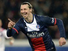 Zlatan Ibrahimovic celebra un gol con il PSG, uno dei più forti di tutti i tempi :)