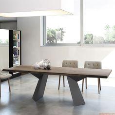 Fiandre   Mesa con base de metal lacado gris antracita y tapa en madera maciza de nogal