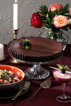 A dark chocolate tart, layered with a boozy gin-infused blackberry filling Dinner Party Desserts, Craft Gin, Tart Recipes, Blackberry, Sweet Treats, Food And Drink, Puddings, Yummy Food, Veggie Christmas