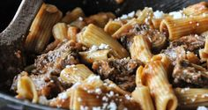 Rigatoni pasta in a Genovese ragu by Greek chef Akis Petretzikis. A quick and easy recipe for the most delicious, aromatic beef and pancetta ragu with pasta! Ragu Recipe, Rigatoni, Meat Lovers, Greek Recipes, Quick Easy Meals, Pasta, Beef, Dishes, Cooking