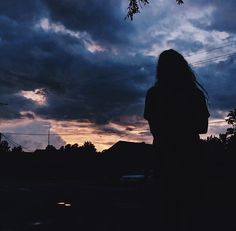 Silhouette Photography, Shadow Photography, Grunge Photography, Girl Photography Poses, Tumblr Photography, Sunset Photography, Tumblr Photoshoot, Akali League Of Legends, Shadow Pictures