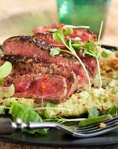 Grillipihvi, paistettua kvinoaa ja avokadoa, resepti – Ruoka.fi Ale, Chili, Nom Nom, Delish, Steak, Food, Beer, Chili Powder, Ale Beer