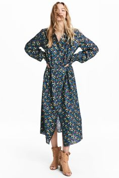 Calf-length dress in woven viscose fabric. Collar, buttons at front, and gathers at top. Gathered yoke at back, seam at waist with pleats Boho Chic, Casual Frocks, Calf Length Dress, Yellow Pattern, Viscose Fabric, Estilo Boho, Elegant Dresses, Dress Outfits, Fashion Online