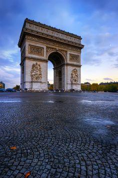 Victoire sur la pluie Smug: http://www.jasonarney.com/Gallery/Temples-Castles-Monuments-1/21235099_RWtbWr#!i=1601599688&k=sp3hhfX&lb=1&s=X3 500px: http://500px.com/photo/3384854 Flickr: http://www.flickr.com/photos/jasonarney/6652043055/in/set-72157628537231937