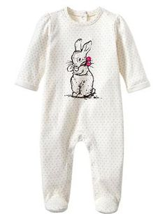 Peter Rabbit™ graphic footed one-piece - Inspired by our favorite characters and scenes, our collection celebrates the 110th anniversary of Peter Rabbit™ by bringing the world of Beatrix Potter to life for a new generation.