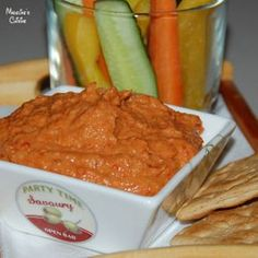 Hummus cu ardei copti Pesto, Red Pepper Hummus, Romanian Food, Roasted Red Peppers, Humus, Food And Drink, Stuffed Peppers, Kitchens, Salads