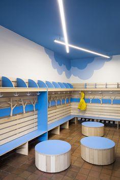 Académie Sainte-Anne Academy - école primaire / elementary school - vestiaire maternelle / kindergarten locker room - par / by Taktik design
