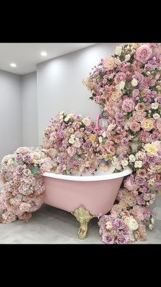 I need to take a bath!⠀⠀⠀⠀⠀⠀⠀⠀⠀ ⠀⠀⠀⠀⠀⠀⠀⠀⠀ Leave a comment below if you'd like to hop into this floral tub! Flower Aesthetic, Pink Aesthetic, Love Flowers, Beautiful Flowers, Beautiful Dresses, Everything Pink, Flower Wall, Pretty In Pink, Flower Power