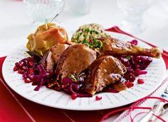 Das Rezept für Knusprige Karamellente mit Granatapfelrotkohl und Ciabatta-Gnocchi und weitere kostenlose Rezepte auf LECKER.de