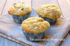 I muffin alle mele e uvetta sono perfetti per una merenda sana e golosa. Per poter sfornare questi soffici e profumati dolcetti ci vuole meno di mezz'ora!