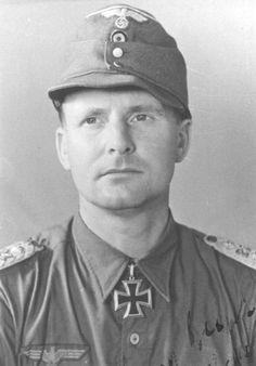 ✠ Gerhard Engel (13 April 1906 – 9 December 1976) RK 04.07.1944 Oberstleutnant Kdr Füs.Rgt 27 12. Infanterie – Division [679. EL] 11.12.1944 Generalmajor Kdr 12. Volks-Gren.Div