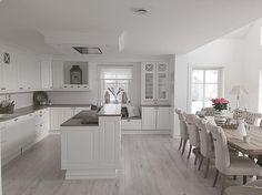 #kjøkken #kjøkkeninspirasjon #kitchen #sigdalkjøkken #herrgård #interior #inspo @interior123 @interior4you1 @interior9508 @ourluxuryhome #hem_inspiration