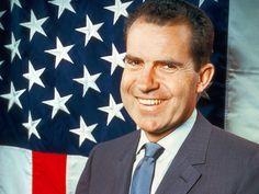 Richard Nixon • E' necessario imparare a sopravvivere alle sconfitte. E' in quei momenti che si forma il carattere.