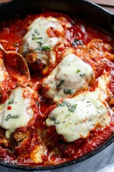 Mozzarella Stuffed Chicken Parmesan with so much cheese. Just like a Chicken Parmigiana -- inside out! Easy to make chicken recipe! Hamburgers, Spinach And Eggs Breakfast, Tuscan Garlic Chicken, Mushroom Chicken, Pasta Sauce, Marinara Sauce, Alfredo Sauce, Chicken Parmigiana, Mozzarella Chicken