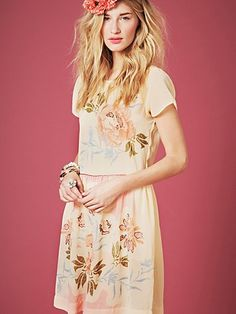 More spring style.  So feminine and pretty.  LOVE.