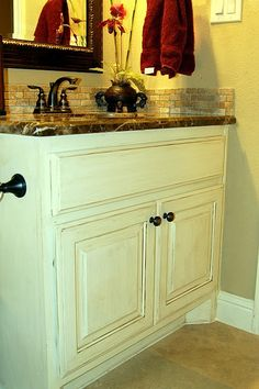 Glazed bathroom cabinet. Will certainly do this in both bathrooms.