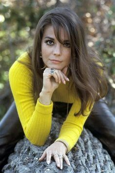Natalie Wood was an American Actress who drowned in Her death was initially ruled an accident but in 2018 it was reclassified as a suspicous death Natalie Wood, Vintage Hollywood, Classic Hollywood, Most Beautiful Women, Beautiful People, Carolyn Jones, Non Plus Ultra, Splendour In The Grass, Actrices Hollywood