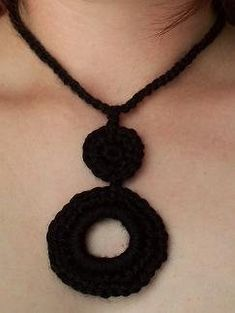 This crochet necklace would make a great last minute crochet gift. Donut Necklace - Crochet Me