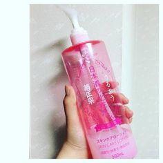顔だけでなく、体にも使える大容量の弱酸性化粧水「日本酒の化粧水」。ポンプ式で使いやすく、とてもリーズナブル。家族で気軽に愛用できそうですね。