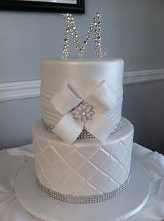 Round wedding cakes with bling