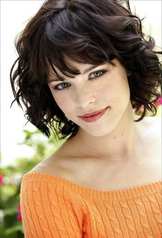 Love Hairstyles for short curly hair? wanna give your hair a new look? Hairstyles for short curly hair is a good choice for you. this Popular short wavy hairstyles & short hairstyles for wavy hair. Short Wavy Haircuts, Wavy Bob Hairstyles, Short Bangs, Curly Short, Short Curls, Bob Haircuts, Straight Bangs, Short Wavy Hairstyles For Women, Blunt Bangs